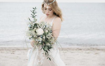 Wild & rau wie die Ostsee – Eine romantische Bridalstyle Inspiration am Strand