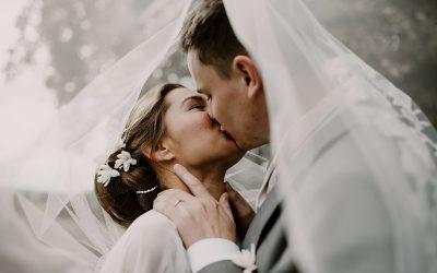 Marie & Geoffroy – Eine nostalgische Hochzeit in einer Abtei in Frankreich