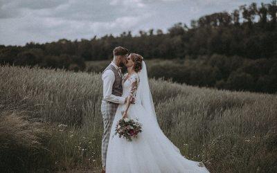 Viktoria & Stefan – Eine romantische DIY Vintage Scheunenhochzeit