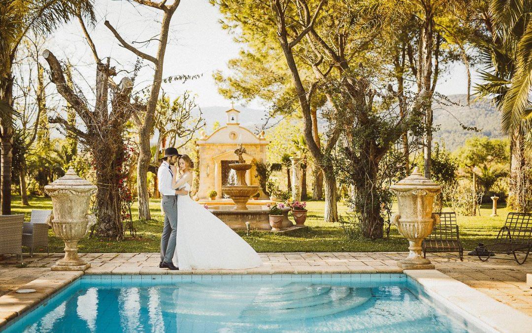 Farbenfrohe Maihochzeit auf Mallorca – Eine verwunschene Hochzeitsinspiration