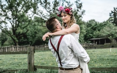 Inspiration einer farbenfrohe Hochzeit auf einem Bauernhof