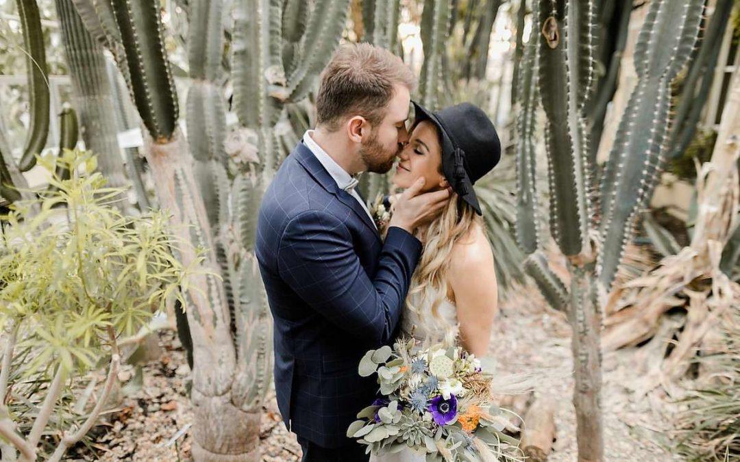 Botanical Wedding – Hochzeitsinspiration im Gewächshaus in Navy & Gold