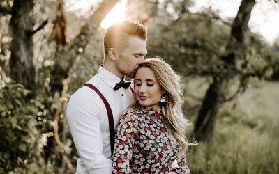 Ein Boho Couple Shooting mit tierischer Begleitung