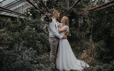 Golden Autumn – Eine bohemian Hochzeitsinspiration in einer verwunschenen Gärtnerei