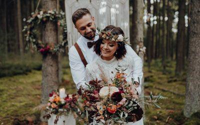 Inspiration einer herbstlichen Boho Elopement Wedding im Wald