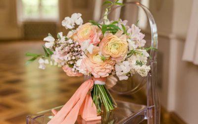Brautstrauß Inspiration mit pfirsichfarbenen Ranunkeln