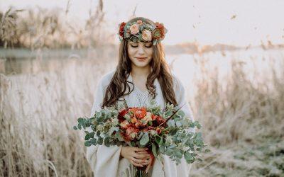 Braut am See – Boho Bridalstyle Inspiration in Rosé- und Rottönen