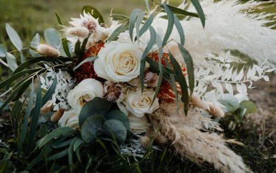 Herbstliche Brautstrauß Inspiration im wilden Bohostil