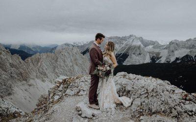 Snowy Burgundy – Ein romantisches Couple Shooting auf der verschneiten Nordkette