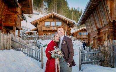 Vanessa & Dennis – Eine verschneite Winterhochzeit in einem Chalet in den Alpen