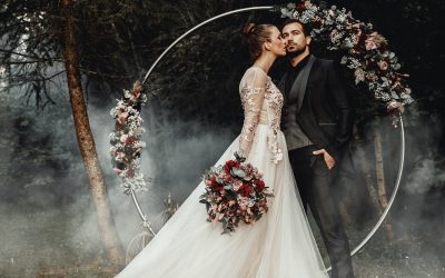 Mystic Forest Wedding – Eine Inspiration für eine mystische Waldhochzeiten in kräftigen Farben