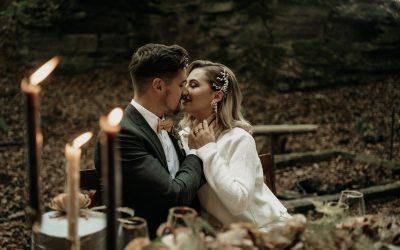 Rustic Wilderness Chic – Ein romantisches Elopement im Rustic-Chic an einer verlassenen Waldhütte