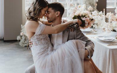 Modern Elegance with a romantic soul – Eine elegante Hochzeit voller Leichtigkeit in hellen Farben