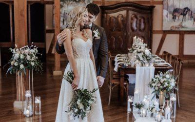 Modern Vintage Barn Wedding – Tradition trifft Moderne bei einer Scheunenhochzeit in Beige und Eukalyptus