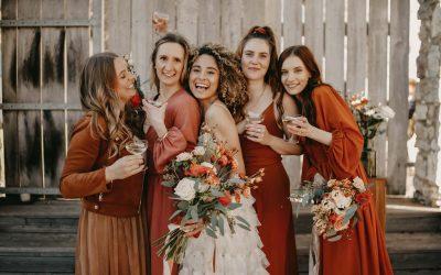 Tiny Wedding in Burn Orange – Eine kleine Sommerhochzeit im großen Stil in lebendigem Burn Orange