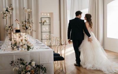 Modern Glam Art – Eine Hochzeitsinspiration in der Trendfarbe Poudre